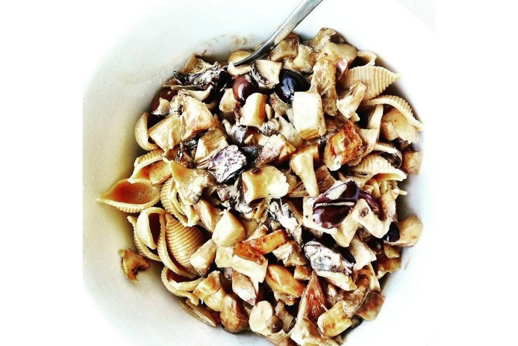 veganes Rezept: vegane Pilzpfanne Pilzragout mit Kräuterseitlingen, schwarzen Oliven, Vollkornnudeln