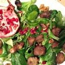 Feldsalat mit karamellisierten Kastanien und Granatapfel