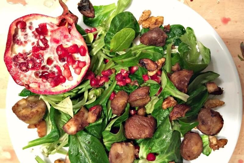 Feldsalat mit Granatapfel, karamellisierten Kastanien ...