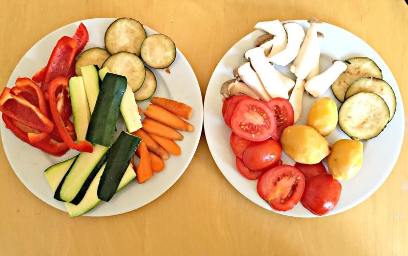 Raclette Gemüse mit Zucchini, Tomaten, Pilzen, Kartoffeln, Karotten, Auberginen, Tomaten
