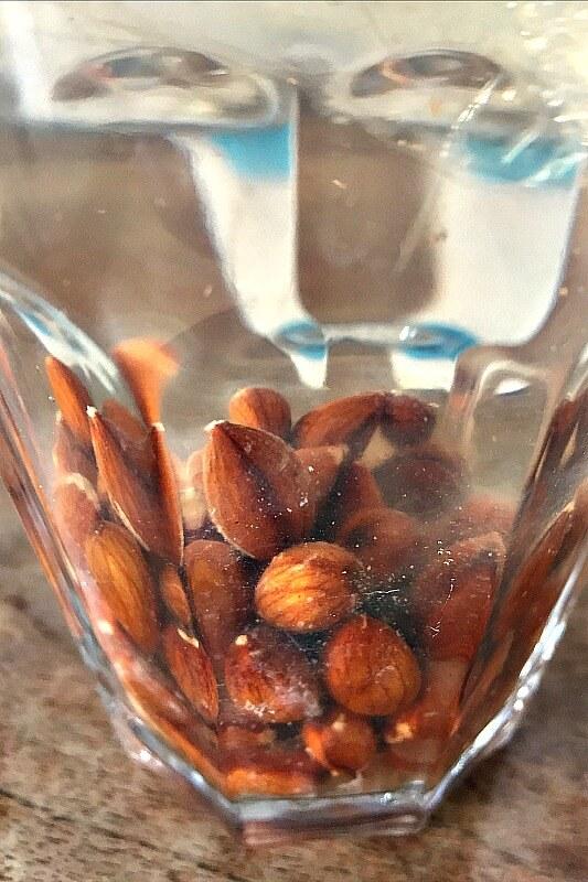 Vegane Mandelmilch selber machen Veganes Fruehstueck