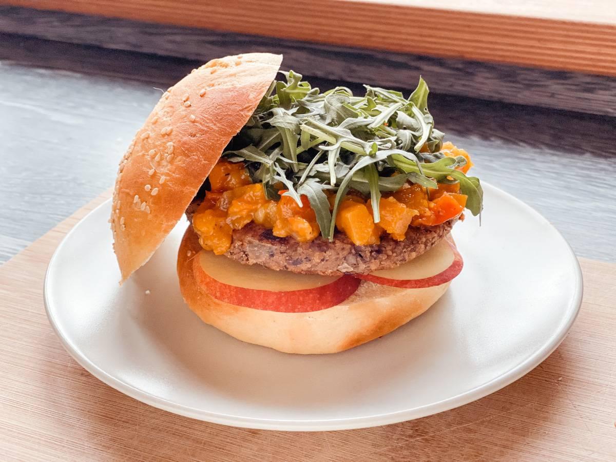 vegan Sandwich aus vegan Burger